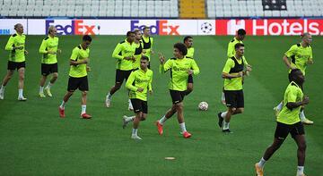 Son dakika haberi: Borussia Dortmund, Beşiktaş maçı hazırlıklarını tamamladı