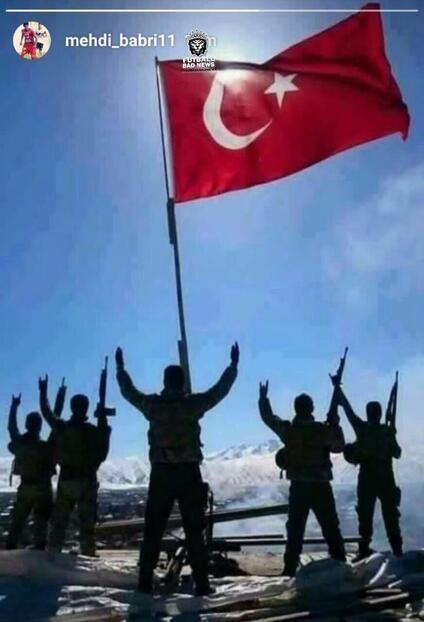 Türk bayrağını ve askerini paylaştı, men cezası aldı