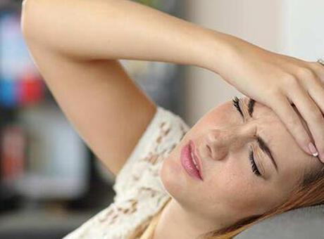 Baş ağrısına ne iyi gelir? Sürekli zonklayıcı baş ağrısı neden olur ve nasıl geçer?