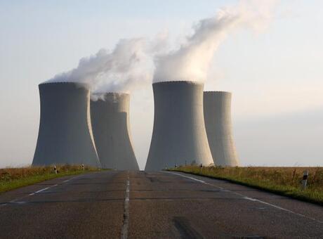 BAE'de elektrik üreten bir nükleer reaktör faaliyete geçti