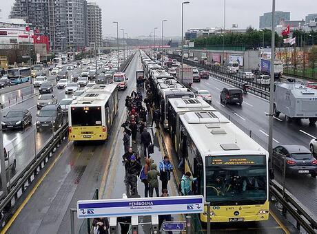 Tarih oluyor! Metrobüslerde artık...