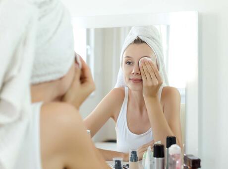 Makyajı temizlemeden uyumanın zararları