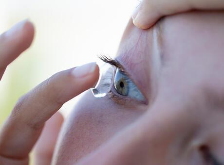 Kontakt lens ile denize ya da havuza girilebilir mi? Doğrusu...