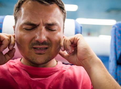 Kulakta sürekli basınç hissi yaşayanlar ne yapmalı?