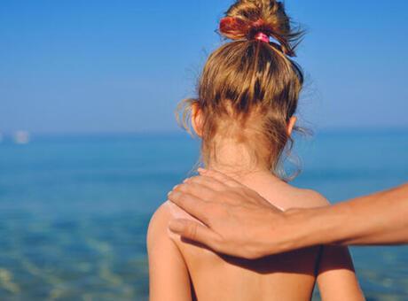 Çocuklukta güneşe maruz kalmak cilt kanseri riskini artırıyor