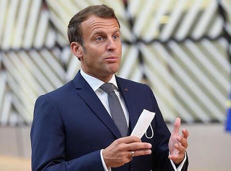 Macron'dan Hitler'e benzetildiği afişlere suç duyurusu