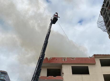 Devriye gezen polisler yangını fark etti! Bina sakinleri tahliye edildi