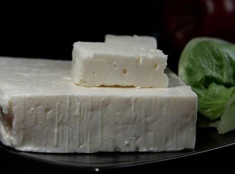 1 Dilim Beyaz Peynir Kaç Kalori? Beyaz Peynirin Protein, Vitamin Ve Besin Değerleri