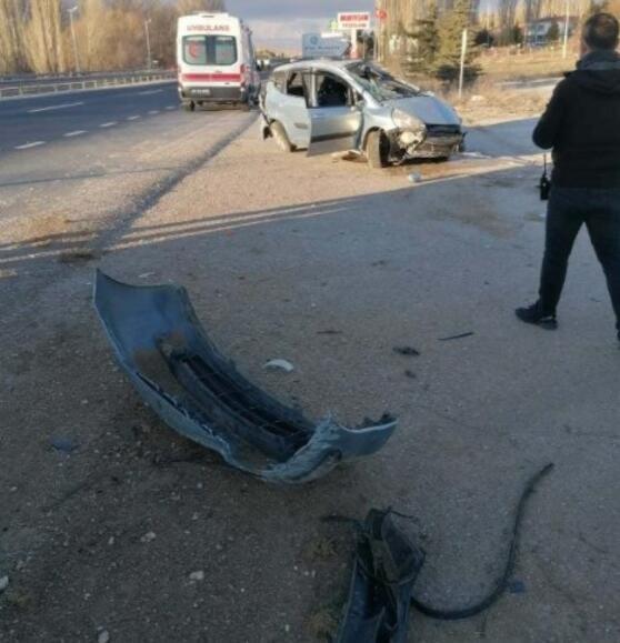Hurdaya dönen otomobilden çıkartılan kadın sürücü kurtarılamadı