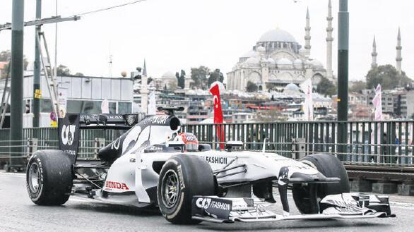 Formula 1  hafta sonu  başladı