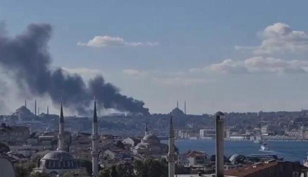 Son dakika ... İstanbul Çapa Tıp Fakültesi Hastanesi inşaatında yangın