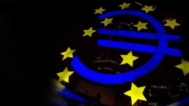 Euro Bölgesi`nde son çeyrekte yüzde 2,2 büyüme bekleniyor