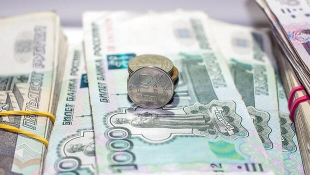 Rusya`nın parasal tabanı daraldı