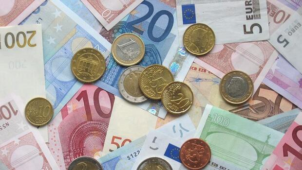 Euro Bölgesi`nde yıllık enflasyon sabit kaldı