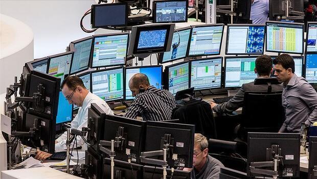 Piyasalar belirsizlikler haftasını rekorlarla geçti