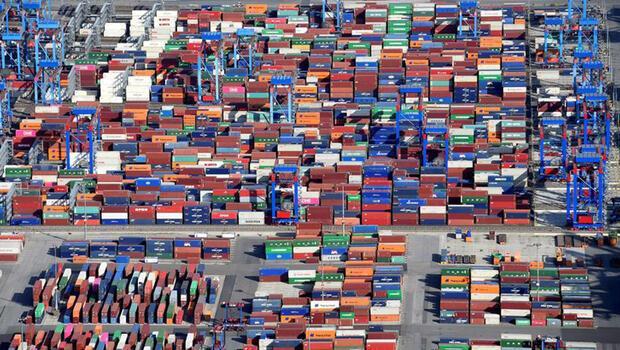 Almanya`da ihracat 15 ay sonra ilk kez düştü