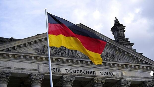 Alman hükümeti büyüme beklentisini düşürdü