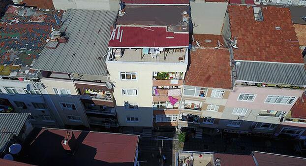 Son dakika... İstanbul Zeytinburnunda 4 katlı bina boşaltıldı.