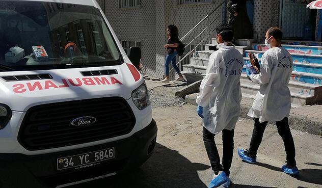 İstanbulda aile faciası İntihar eden annesini gördü, bileklerini kesti