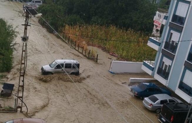 Son dakika... Sel bölgelerinden korkunç görüntüler Sular 4 metreye ulaştı