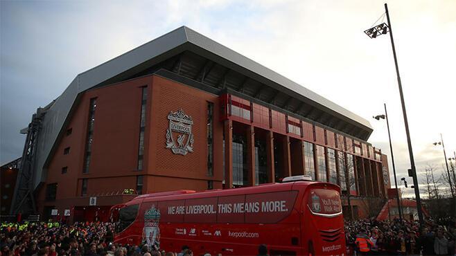 Liverpoolun yeni sponsoru Nike Tarihi imza...