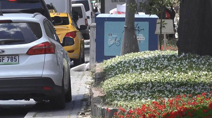 Otomobil, motosiklet, elektrikli scooter... İstanbulda kaldırımlar işgal altında