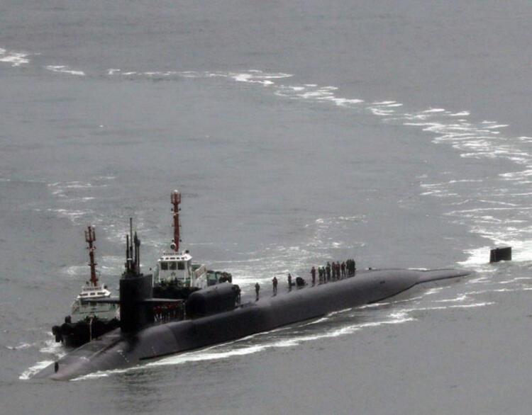 ABDnin nükleer denizaltısı yanaştı Kuzey Kore tatbikata başladı