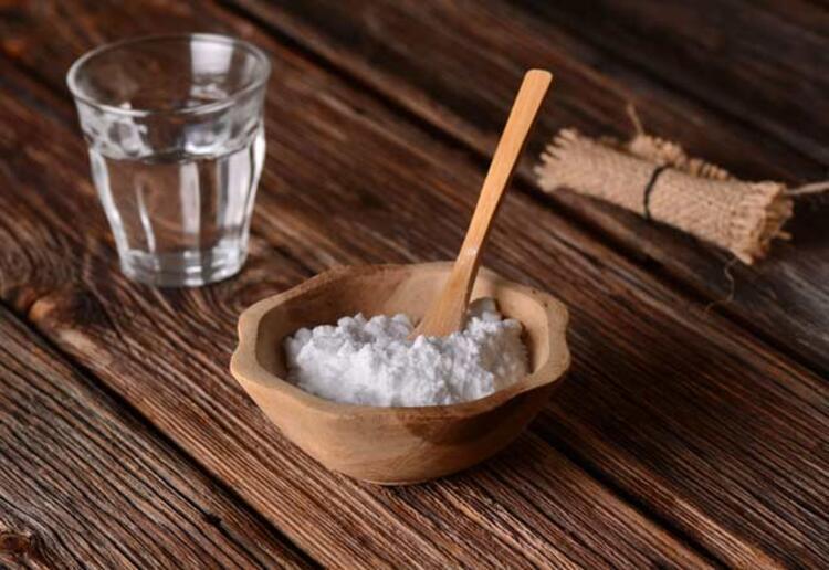 9. Aft bölgesine karbonatlı su karışımını sürmek de bir diğer tedavi yöntemidir. Oksijenli suya batırılmış pamuk ile de aft temizlenebilir.PembeNar Özel