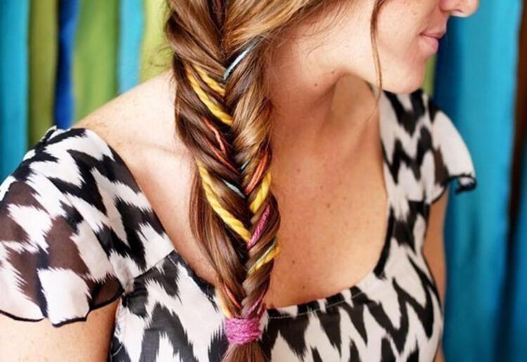 Renkli iplerden yapılan saç süsleri