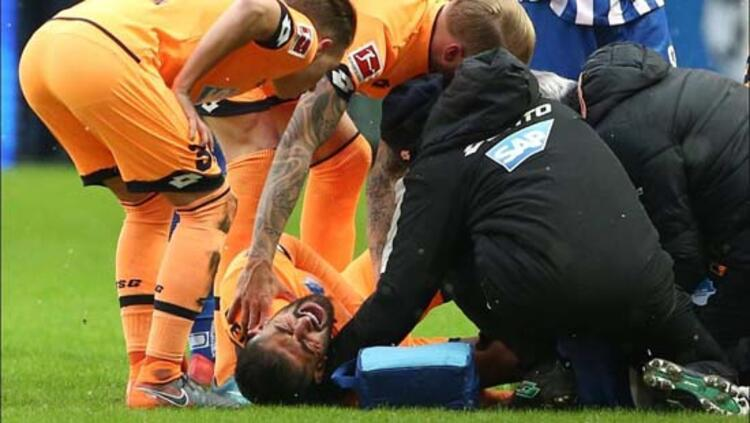 Konuk ekibin Türk asıllı Alman futbolcusu Kerem Demirbay, maçın 17. dakikasında sakatlanarak oyundan alındı, derhal hastaneye götürüldü. Ayak bileği yön değiştirdi