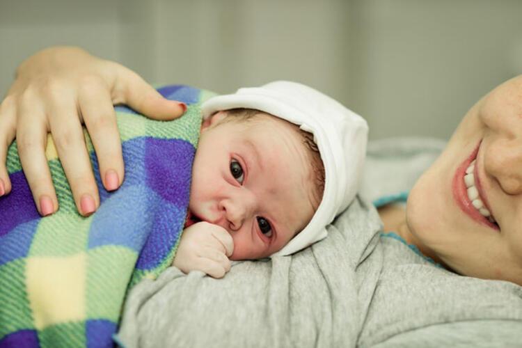 Bebek sana hiç benzemiyor.