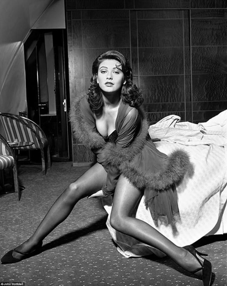 Catherine Zeta-Jones - 1991