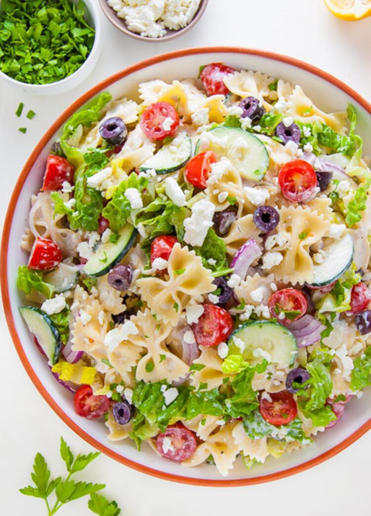 Caciki soslu makarna salatası malzemeleri: