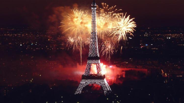 Fransızlar şampanya patlatıyor