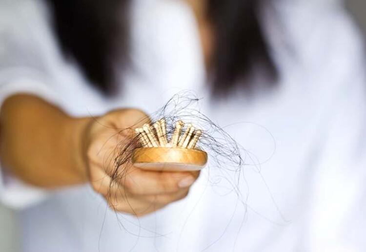 """""""Bunun sebebi de kadınların daha uzun ve gür saçlara sahip olmasıdır.Tıpta, hastalık olarak belirtilmeyen saç nezlesinin tedavisi de bulunmamaktadır. Ancak oluşumuna yol açan sebeplere yönelik önlemler alabilirsinizSaç ve kaş nezlesinde nasıl önlem alınmalıdır"""