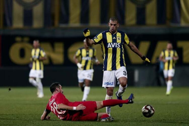 Fenerbahçe'nin sezon başında İngiltere'nin Leicester City takımından kadrosuna kattığı Islam Slimani, sarı-lacivertli ekipte formayı kaybetti.(Onur Dinçer / Skorer Dış Haberler)