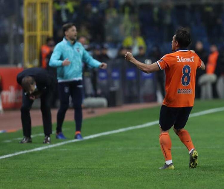 Medipol Başakşehir, Fenerbahçe karşısında 83. dakikada galibiyetini golünü bulduktan sonra Mossoro, büyük sevinç yaşadı. (Skorer)