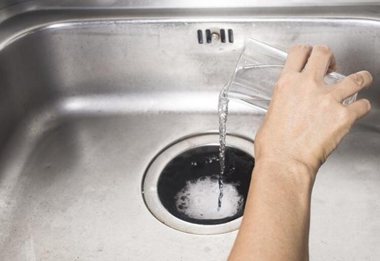 Soda ve kaynar su karışımı
