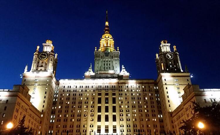 Dünyaca ünlü Moskova Üniversitesi binası