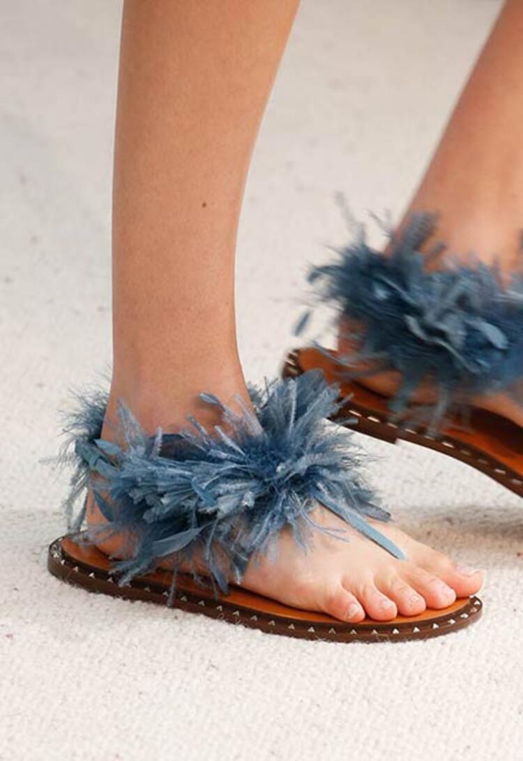 Tüylü ayakkabılar