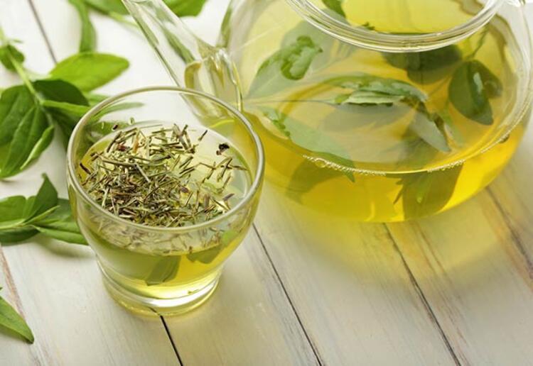 Ödem atmak ve metabolizmayı hızlandırmak için yeşil çay tüketilmeli
