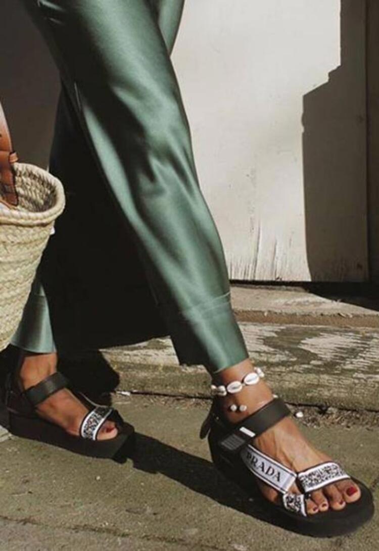 Spor sandaletler
