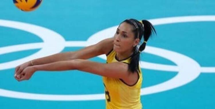 Brezilya Milli Takımıyla Pekin 2008 ve Londra 2012de çifte olimpiyat şampiyonluğu kazanan Jacqueline Carvalho, kendisi gibi sporcu olan kocası Murio Endresin oynadığı Erkekler Superliga finali maçı esnasında korkuttu.(İHA)
