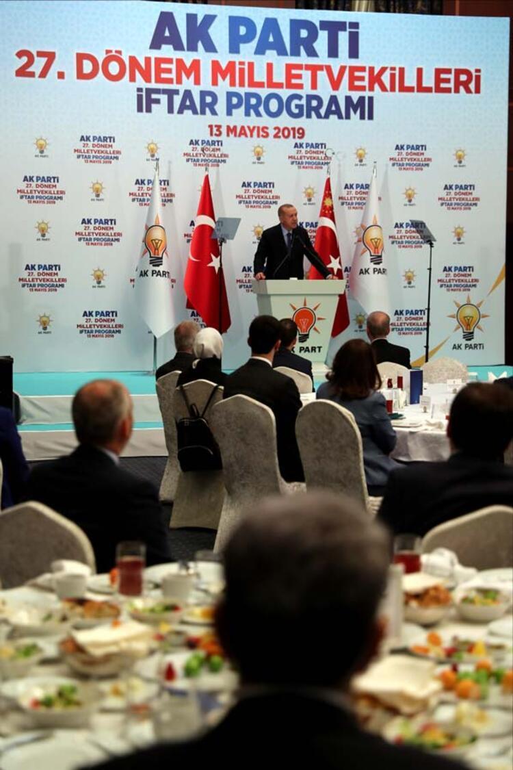 Cumhurbaşkanı Erdoğan AK Partili vekillere seslendi: Yeni insanlar kazanarak önümüzdeki döneme hazırlanacağız