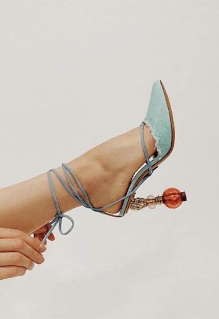 Bağcıklı sandaletler