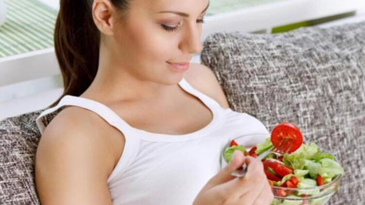 Her öğünde salata tüketmek iştah kontrolünü kolaylaştırır