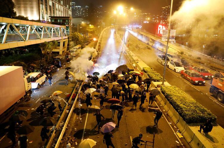 Çin gösterilere ne dedi