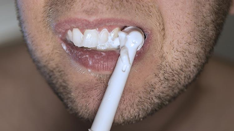 Dişlerinizi doğru yöntemlerle fırçalayın