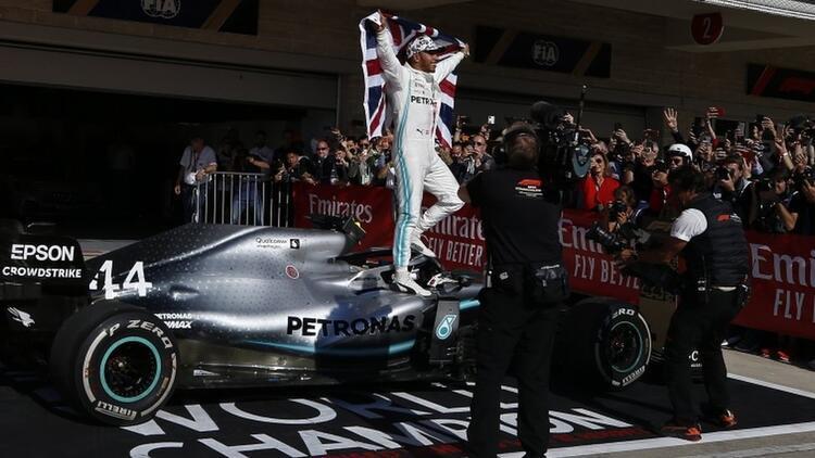 Hamilton 6. vitese taktı