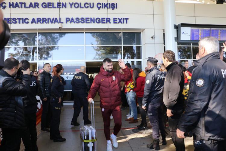 İşte Galatasarayın Antalya karşılamasından görüntüler...